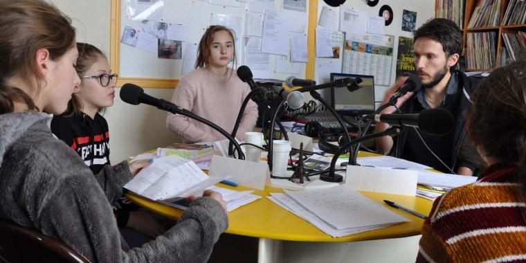 Diffusion par radio Zéma de la première émission des 6ème sur les contes