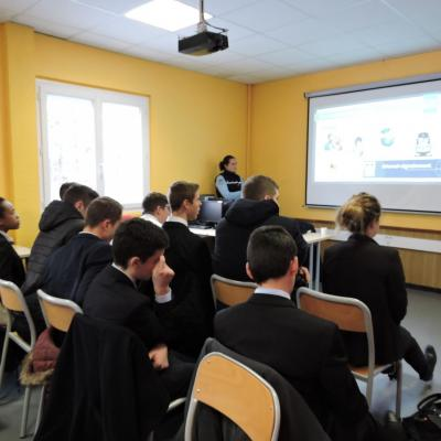 Collégiens et lycéens sensibilisés aux dangers d'internet