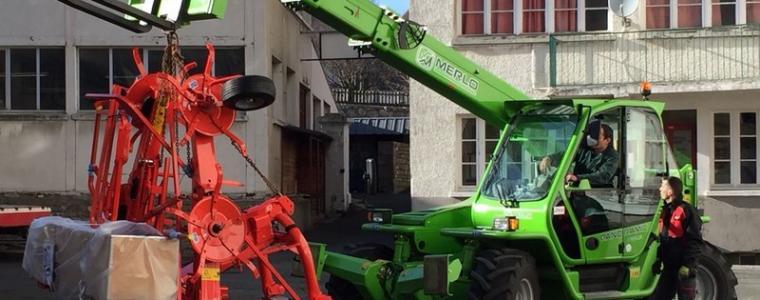Les établissements Vincent DELOR prêtent du matériel à la section mécanique agricole