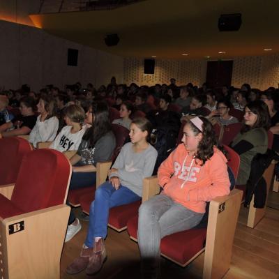 Projet loup et bête du Gévaudan : projection et débat au Ciné-Théâtre, vote et exposition des travaux élèves