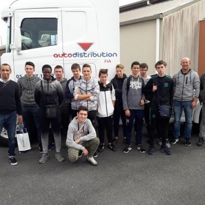 Sortie pédagogique des élèves de la section carrosserie peinture au salon de la FIA à Rodez