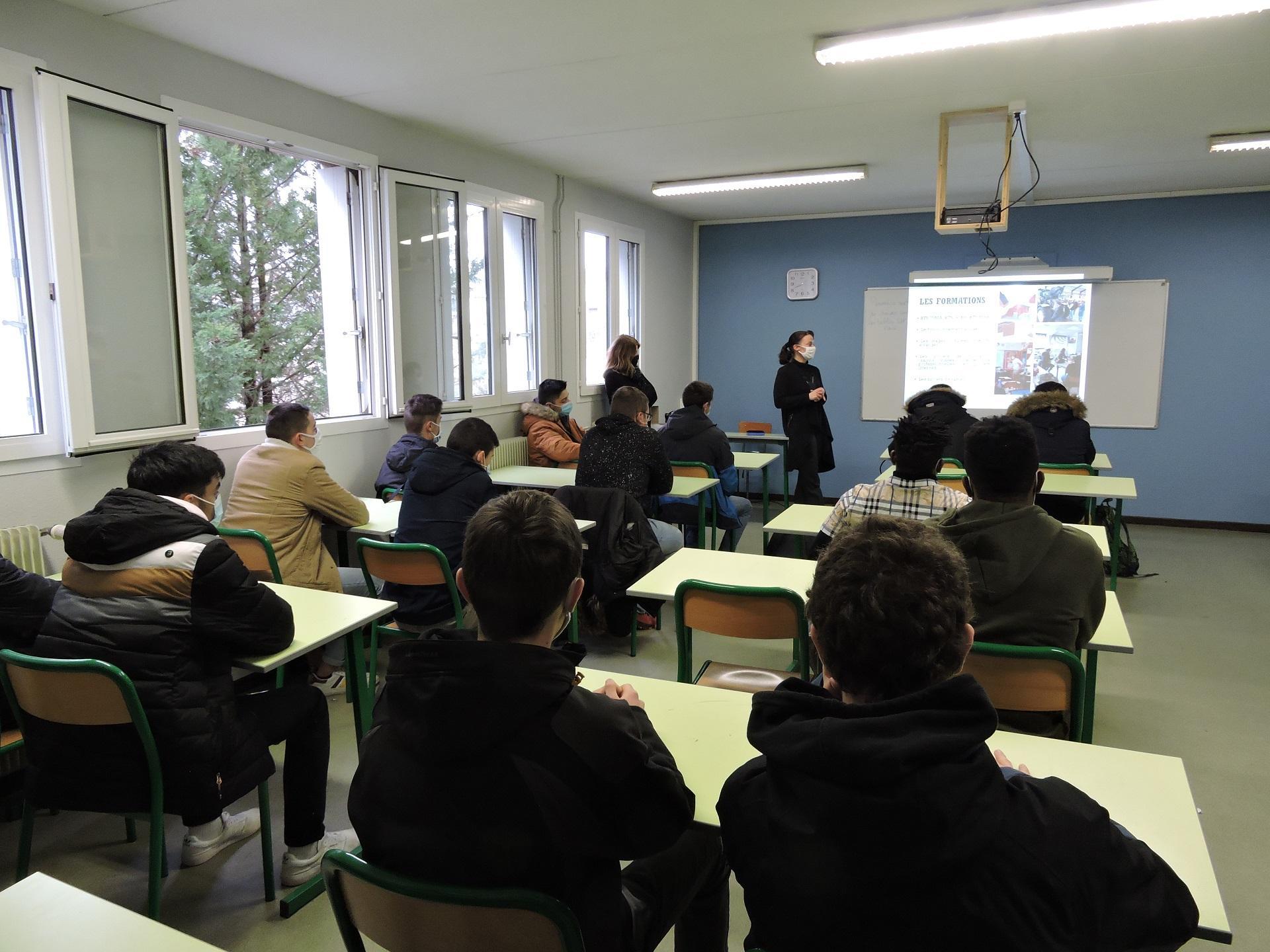 Echanges entre les lycéens de Terminale Bac Pro et des étudiants autour de la poursuite d'études